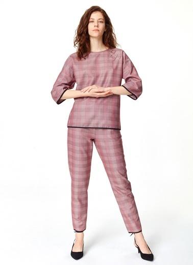 Mizalle Metal Aksesuarlı Ekose Bluz Bordo